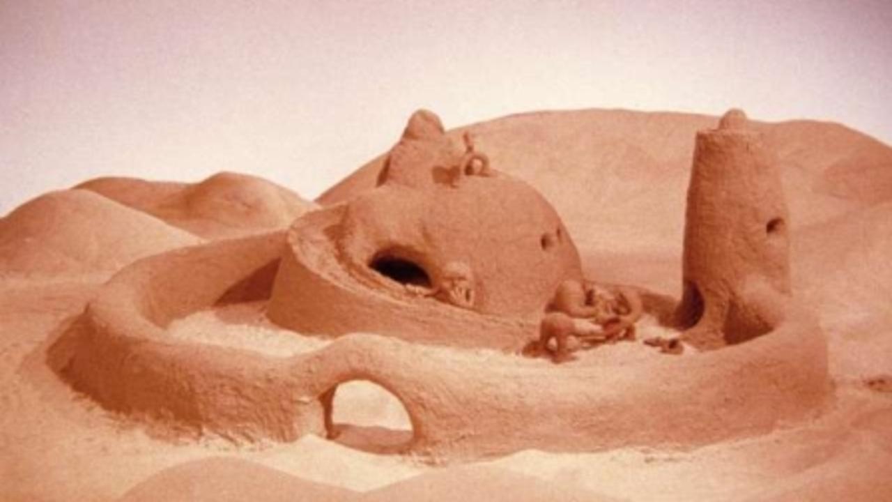THE SAND CASTLE / O CASTELO DE AREA